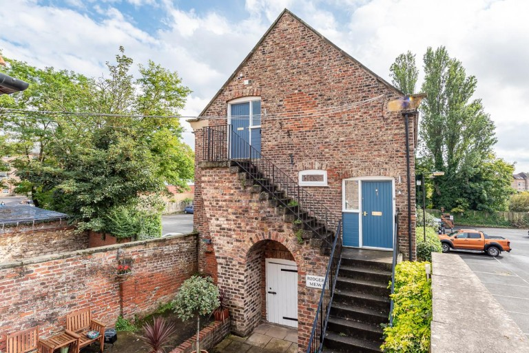 View Full Details for 1 Rodgers Mews, Malton, North Yorkshire YO17 7AA